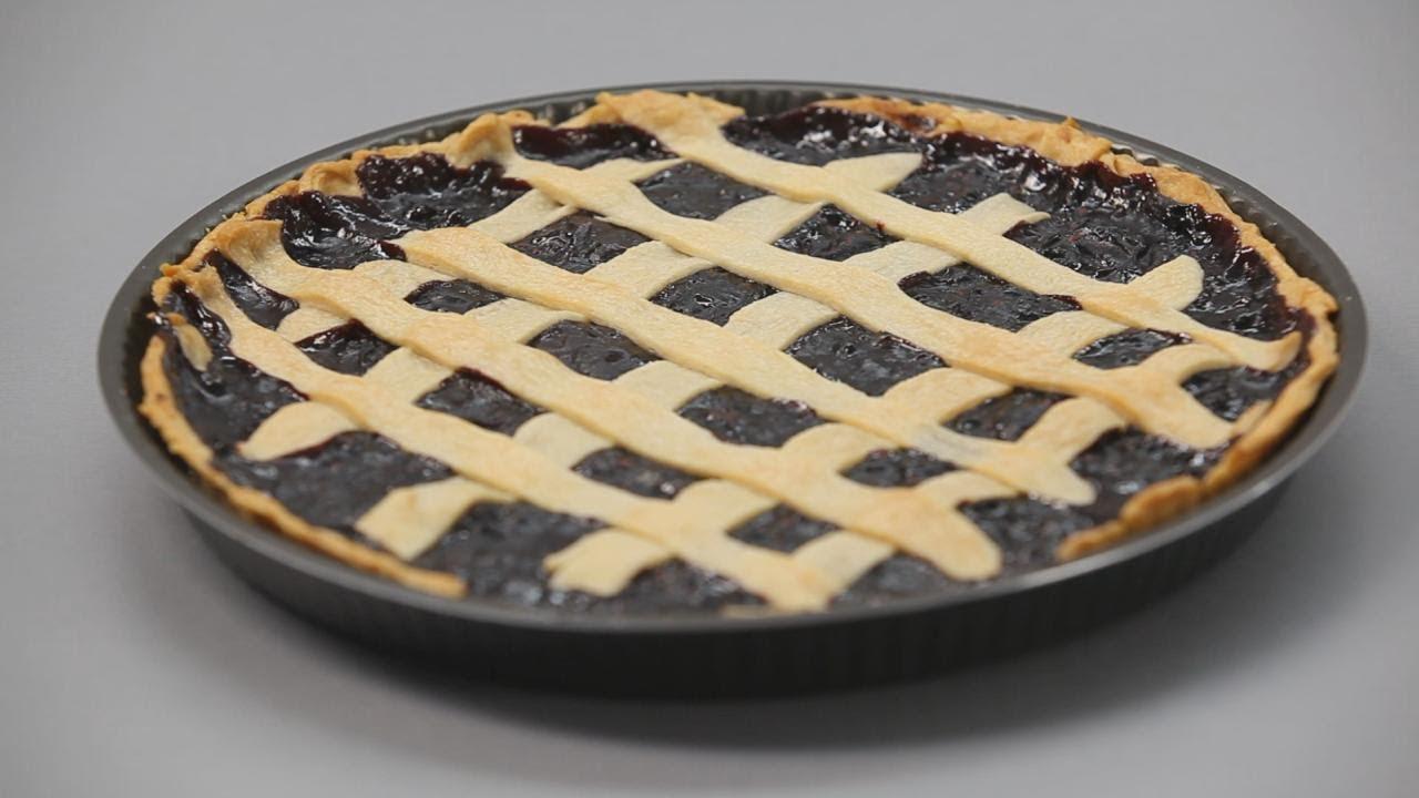 Песочный пирог с клубникой и сливами - рецепт Уриэля Штерна