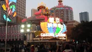 Вечером в Макао в воздухе витает азарт казино