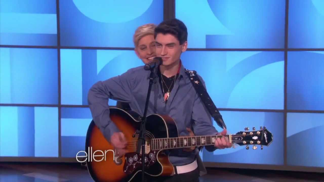 David Thibault - Elvis - Blue Christmas - Ellen Degeneres - YouTube