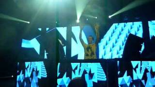 Tiësto Edmonton 2009: U2 - Beautiful Day (ID Remix)