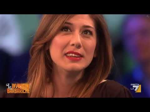 Virginia Raffaele 09 03 12 minigonna tacchi sgabello cosce gambe da ...