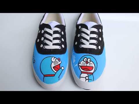 sepatu-lukis-doraemon