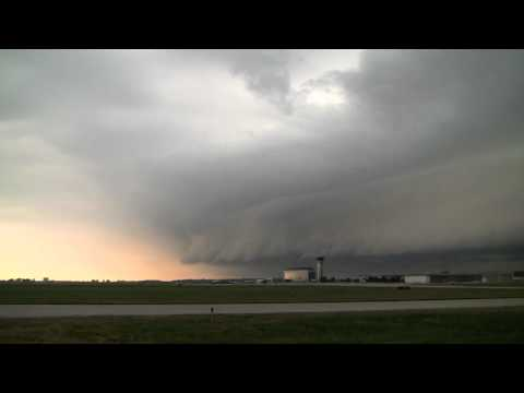 Severe Weather at the Dupage County Airport (8X Real-time)