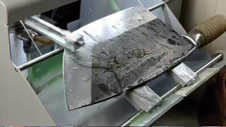 두꺼운 주방칼을 연마하는 신기한 기계