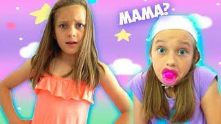 Ева играет с маленькой сестричкой - видео для детей - Ева как няня