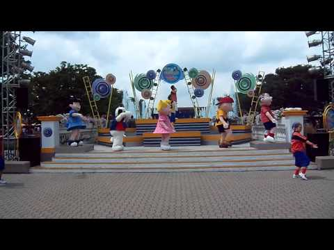 Peanuts Party in the Plaza @ Kings Island 07/20/13