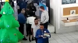 #BlackFriday: Shoppers are let into Hirsch