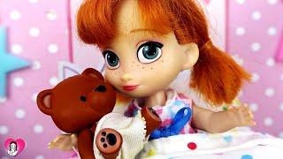 Anna se Chupa el Dedo y Las Junior le Ayudan a Dejar de Hacerlo | Princesas de Disney