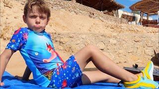 Bogdan a fost muscat de o meduza   Video educativ pentru copii   Sketch