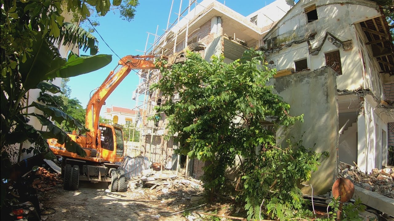 How To Safely Demolish A 2 Storey House With An Excavator