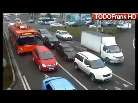 MUJERES AL VOLANTE SALUDANDO AL GANADOR