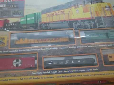 Opening the Bachmann Cargo King train set! part1
