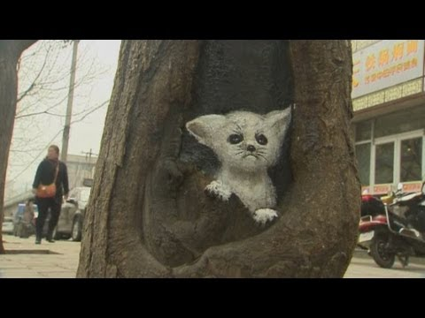 Artist paints animals on trees in China