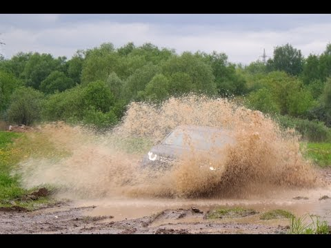 Land Rover Discovery Sport against the mud (Music video)