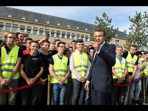 Table ronde d\'Emmanuel Macron sur l\'apprentissage et la formation