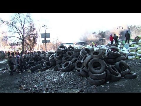 Kiev protesters expand camp after crisis talks fail