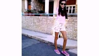 Моё самое первое видео.Видео о том как я гуляю)))(Надеюсь вы меня поддержите.Я очень переживаю.В этом видео я вам показываю как я гуляю.Надеюсь оно вам понрав..., 2015-09-28T18:07:00.000Z)