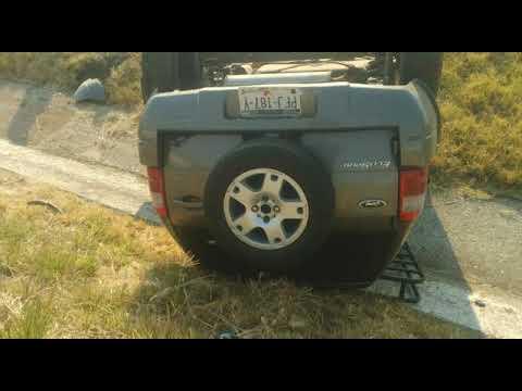 VIDEO Vuelca camioneta en la Morelia-Pátzcuaro; no hay heridos