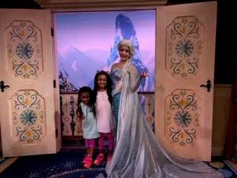 Frozen Elsa vs Frozen Anna