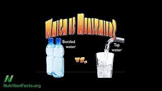 Je lepší pít balenou nebo kohoutkovou vodu?