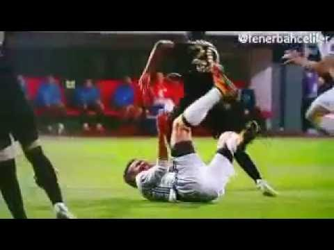 Robin van Persie eye injury seriously eye injured Fenerbahce penalty area  6/11/2017  YouTube