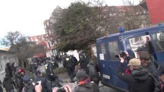 Muslimer og autonome angriber politiet ved Mølleparken (Århus), 31. marts 2012