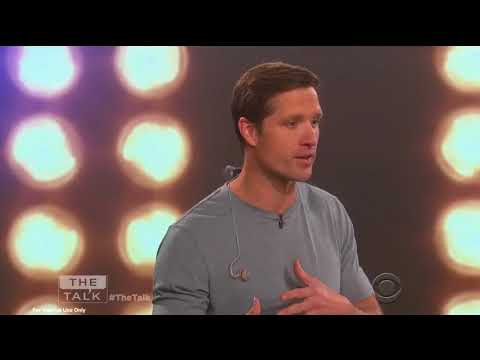 Walker Hayes performs You Broke Up With Me  on The Talk
