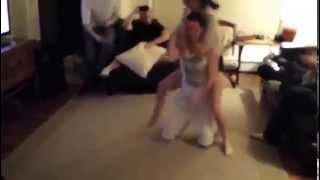 Erkeğini 30 Saniyede Etkisiz Hale Getiren Seksi Kız