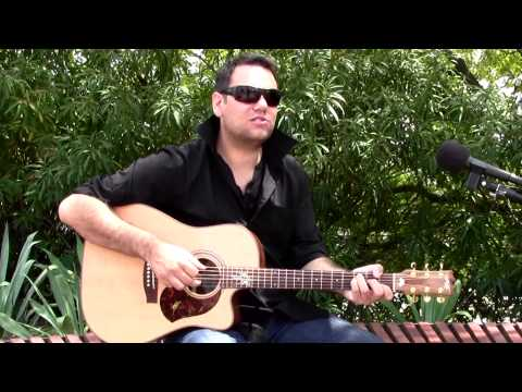 "Dewayne Everettsmith ""It's Like Love"" - LIVE and Acoustic on the AU sessions."