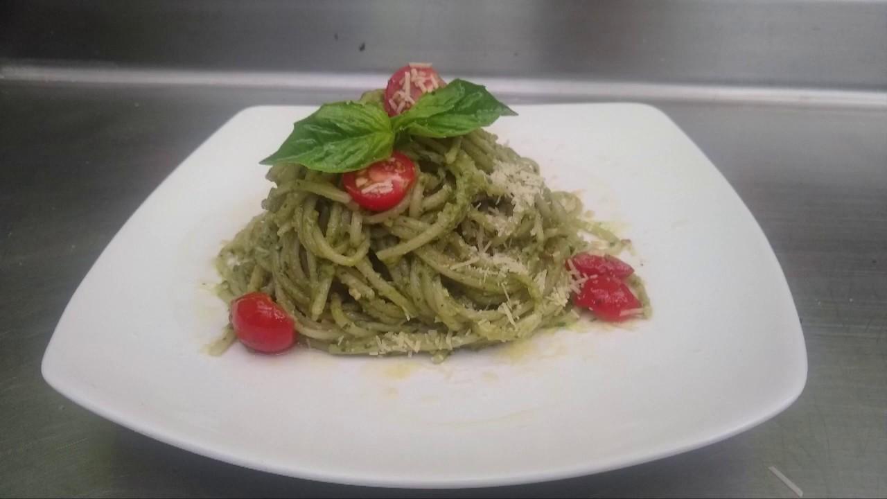 Spaghetti al Pesto.