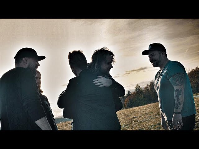 support-lesbiens-movin-on-official-video-supportlesbienscz