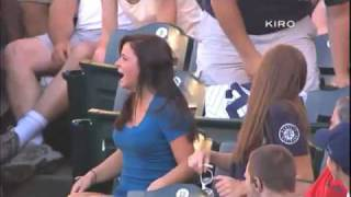被一朗撞上,女球迷興奮到高潮!