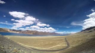 Туры в Индию. Озеро Пангонг, Гималаи. Pangong Tso. Himalayas(На высоте 4350 метров в Гималаях расположилось соленое озеро необычайной красоты - озеро Пангонг. Две трети..., 2014-09-26T05:45:03.000Z)