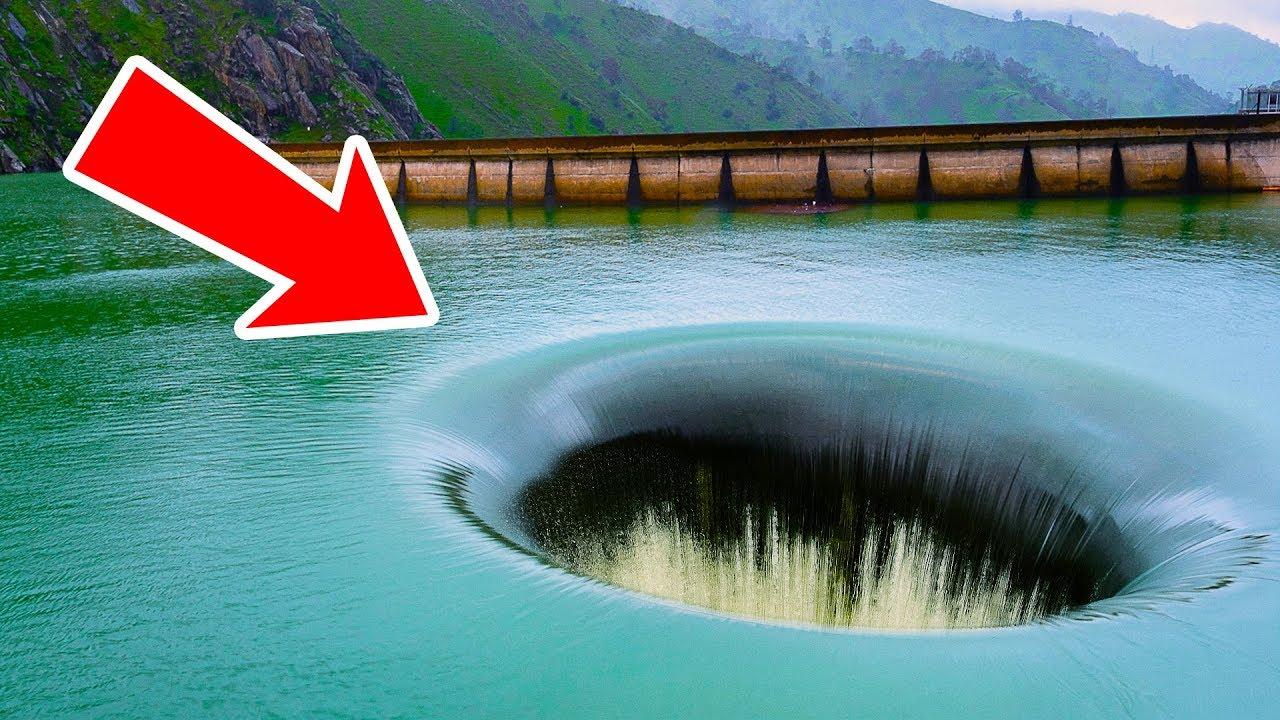 فتحة ضخمة في هذه البحيرة تخفي بلدة تحت الماء