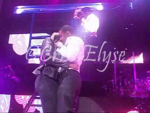 Trey songz gets freaky on stage with 2 girls 8