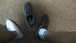 в кроссовках играет kizaru помогите что делать?