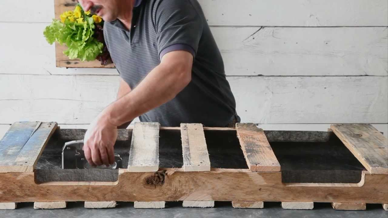 How to make a pallet planter youtube for How to make a flower box out of pallets