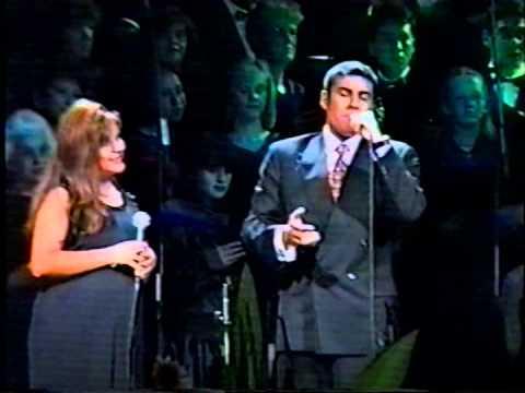"""Tonny Tamayo y Rocío Zapata """"Triunfo del Calvario"""" Coro Vozandes"""