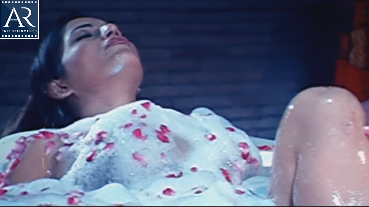 South actress ruthika bathroom scene telugu full video for Bathroom scenes photos