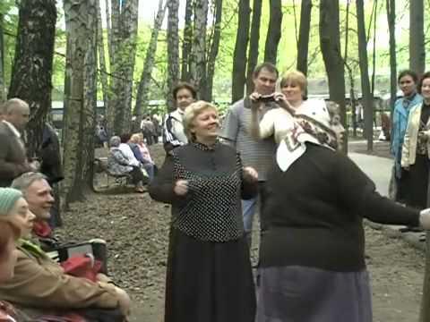 chastushki-iz-maelvskom-parke-video-krasivaya-popa-i-chlen-v-nei