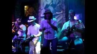 Negra Gil canta no Sacrilégio   Lapa   Rio de Janeiro 2