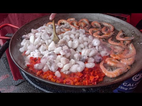 Cooking Seafood Paella. London Street Food from Spain