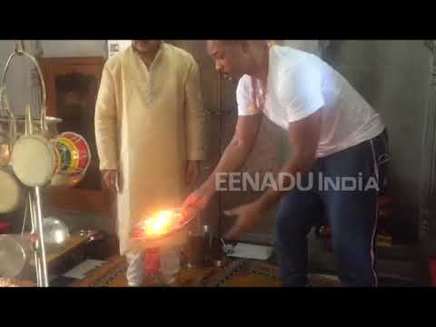 Will Smith visits Haridwar, takes part in...