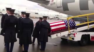 Army honor guard removing a fallen soldier from the plane 2013