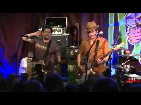 NOFX live at Rocke 2010   Eat the meek.