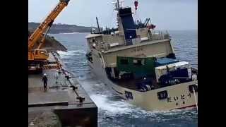 南大東港定期船荷役