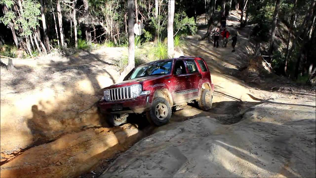 jeep cherokee liberty kk 4wding at glass house mountains. Black Bedroom Furniture Sets. Home Design Ideas