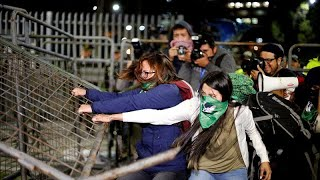 Clashes on the streets of Quito over pro-abortion law