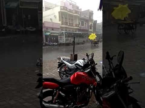 Hath gadi running in the road because of heavy rain funny video(1)