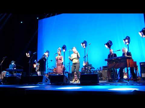 The Waterboys - The Whole of the Moon (Live at London Palladium, London)